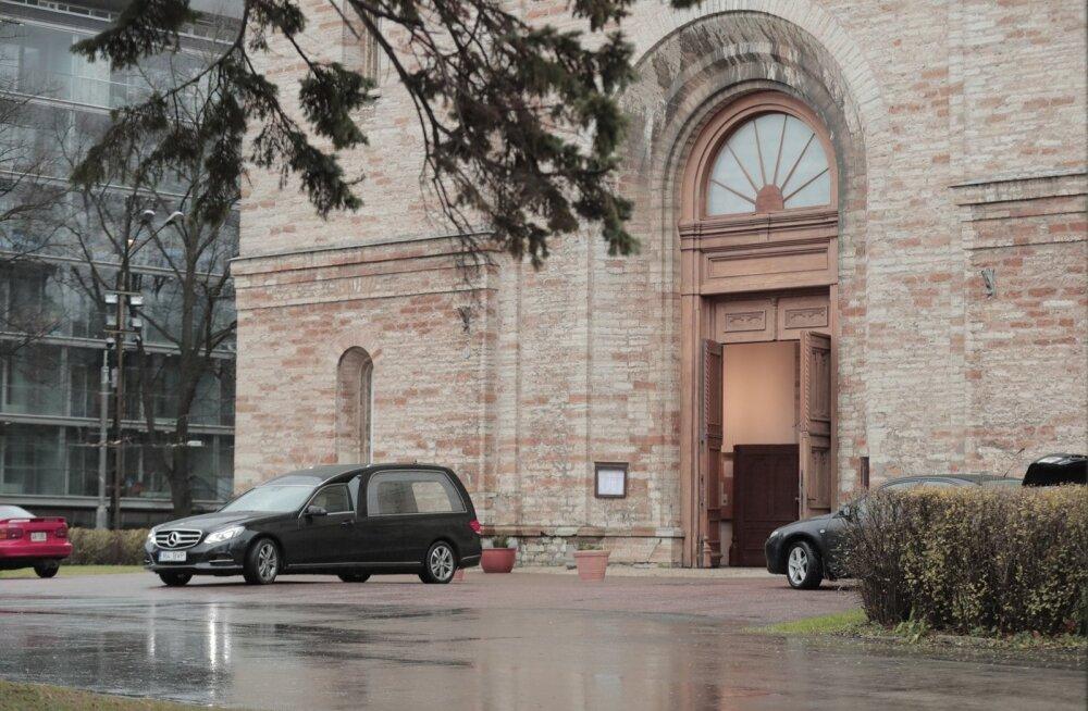 ГЛАВНОЕ ЗА ДЕНЬ: Похороны Кяэрманна, торт для Эстонии и вербовка шпионов