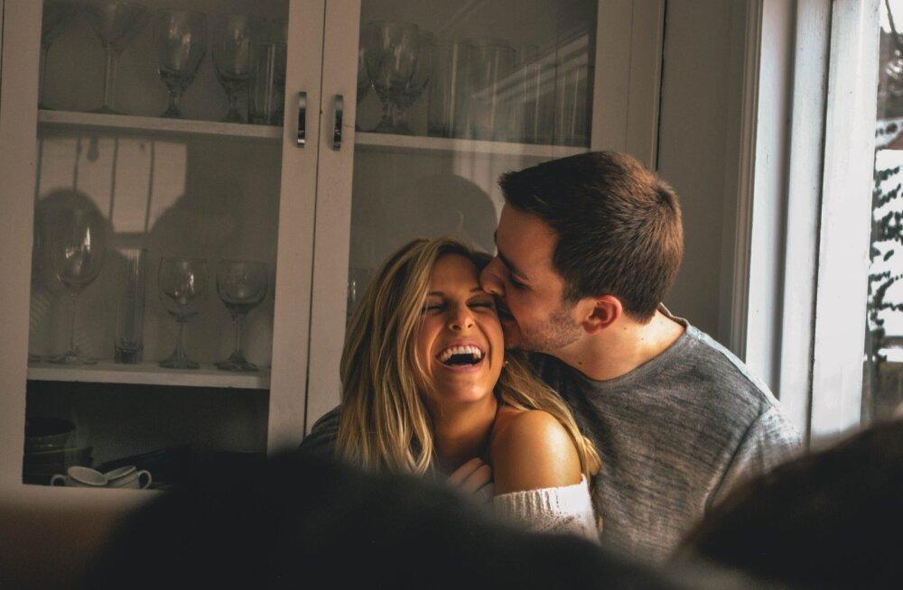 7 kummalist psühholoogilist põhjust, mis panevad armuma