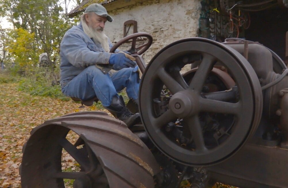 Hindrek Kukk kogub vanavara ja tema kogus on ka Eesti vanim töötav Lanz Bulldogi traktor.