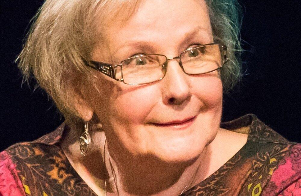 Seriaali Õnne 13 naisosatäitjad Kuressaares fännidega kohtumas