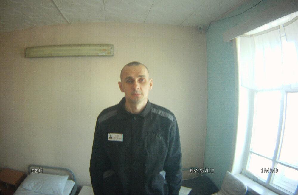 Ukraina režissöör Sentsov vaagub Venemaal näljastreigi tõttu hinge, vangla probleemi ei näe