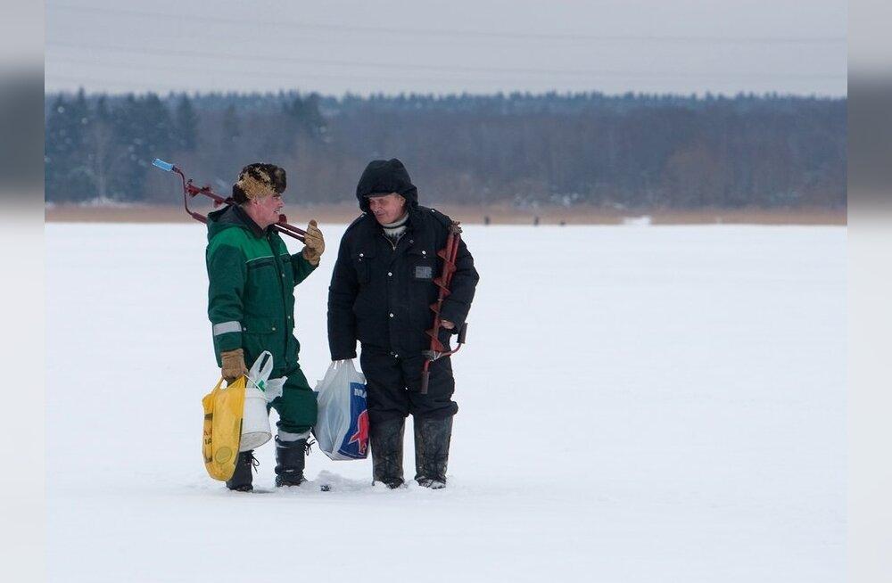 Lätis tahetakse ohtlikule jääle minevaid kalureid trahvima hakata