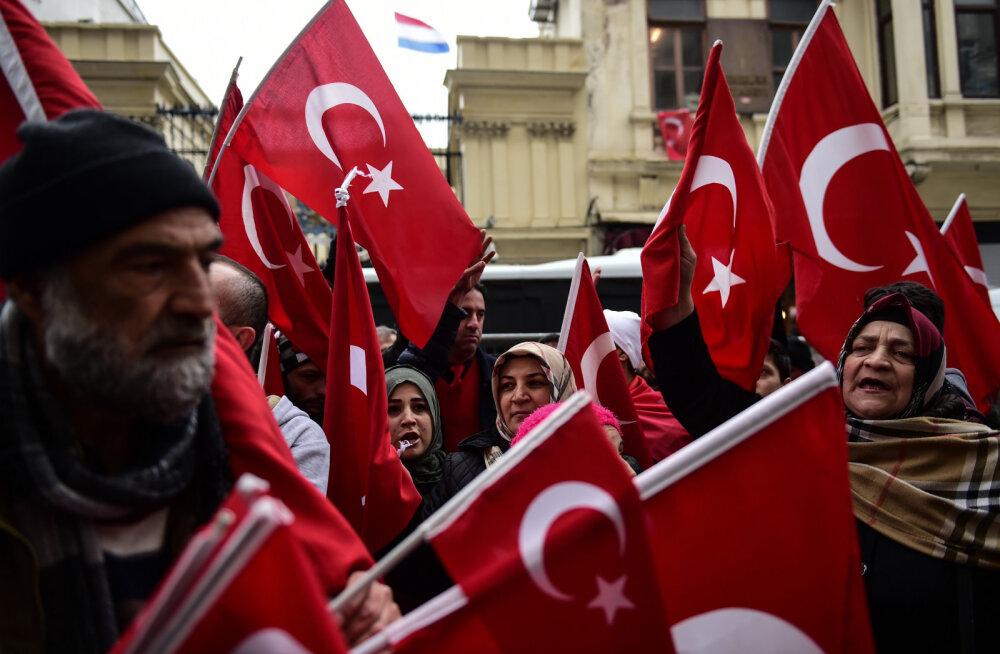 """Лидеры ЕС советуют властям Турции """"прийти в чувство"""""""