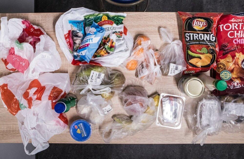Eesti Päevalehe tellitud kaup saabus paljudesse kilekottidesse pakendatult.