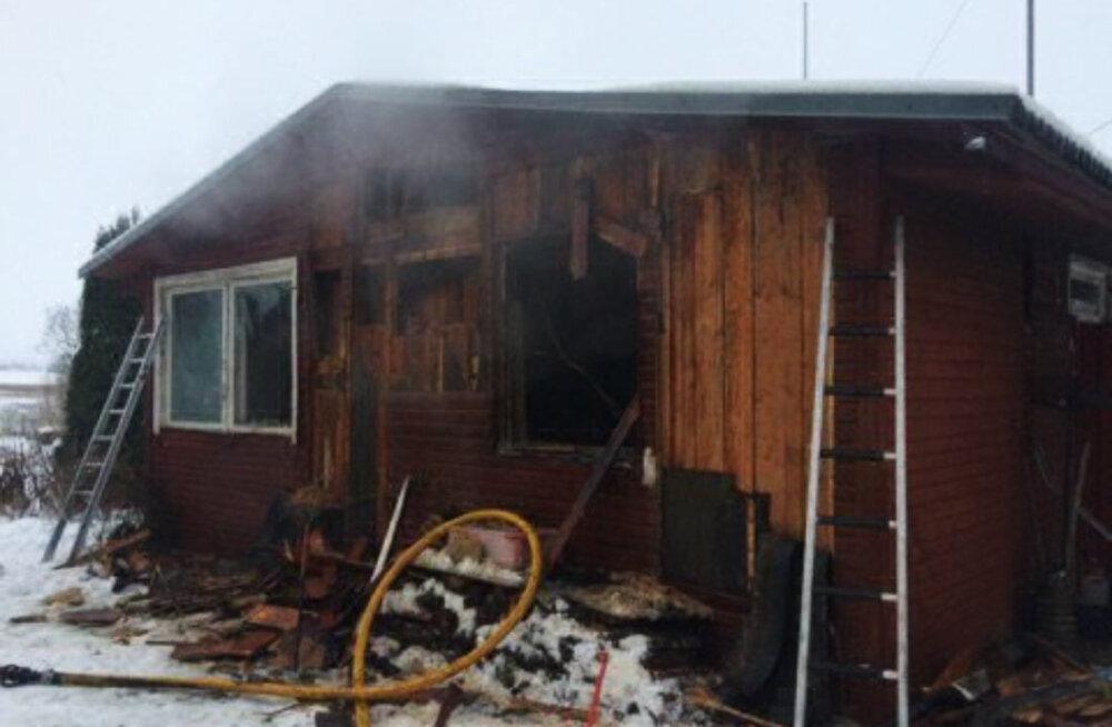 В Тартумаа при пожаре погибла пожилая женщина, несмотря на сработавший дымовой датчик