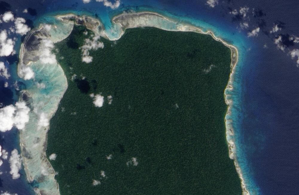 Põhja-Sentinali saar, mida asustav hõim tappis hiljuti ameeriklasest misjonäri. India poolt 1956. aastal kehtestatud Andamanide ja Nicobaride põlisrahvaste kaitse määrusega on keelatud saare külastamine ja lähenemine sellele lähemale kui 5 meremiili.
