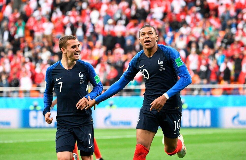 Antoine Griezmann ning Kylian Mbappe järjekordset väravat tähistamas.