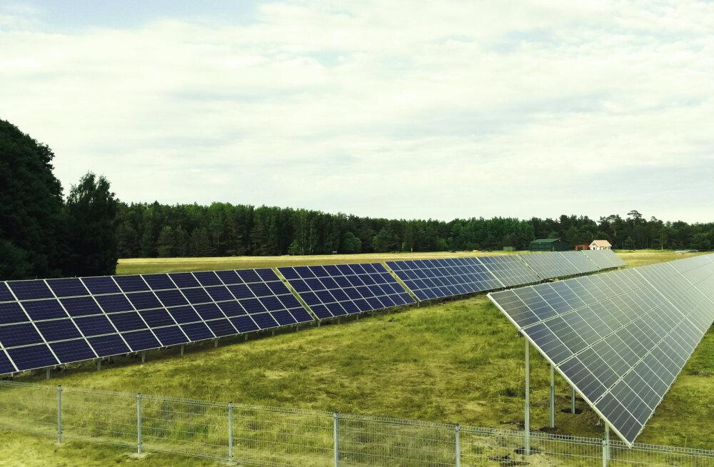 MEIE MAA | Ruhnul valmis 600 paneeliga päikeseelektrijaam