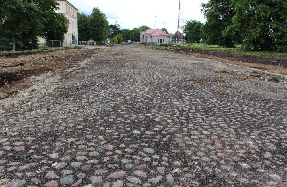 Ajalooline munakivitee, Narva