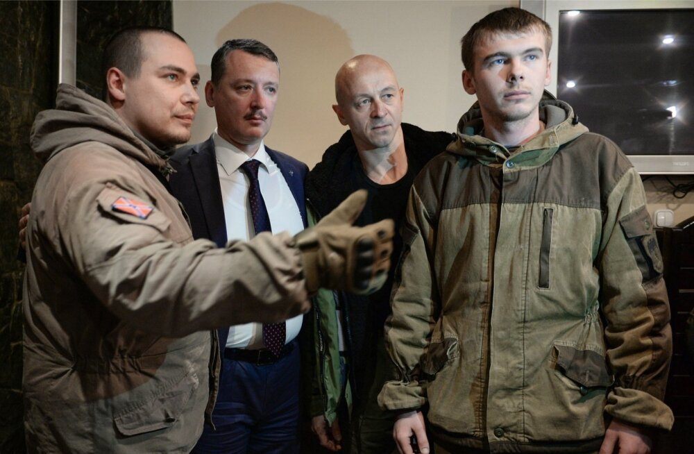 Strelkov (pildil Novosibirskis, vasakult teine) saab oma esinemistuuridel üle Venemaa rääkida väikestes rahvuslaste rühmades, kuid suurema tähelepanu võitmine on vähetõenäoline.