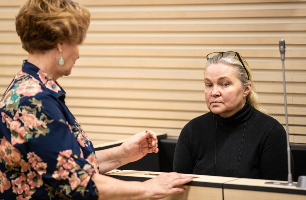 Petturist kinnisvaramaakler Natalja Jazõkova (paremal) ei soovinud eile kohtus selgitada, miks ta nii paljusid inimesi pettis ja kuhu välja petetud raha kadus.