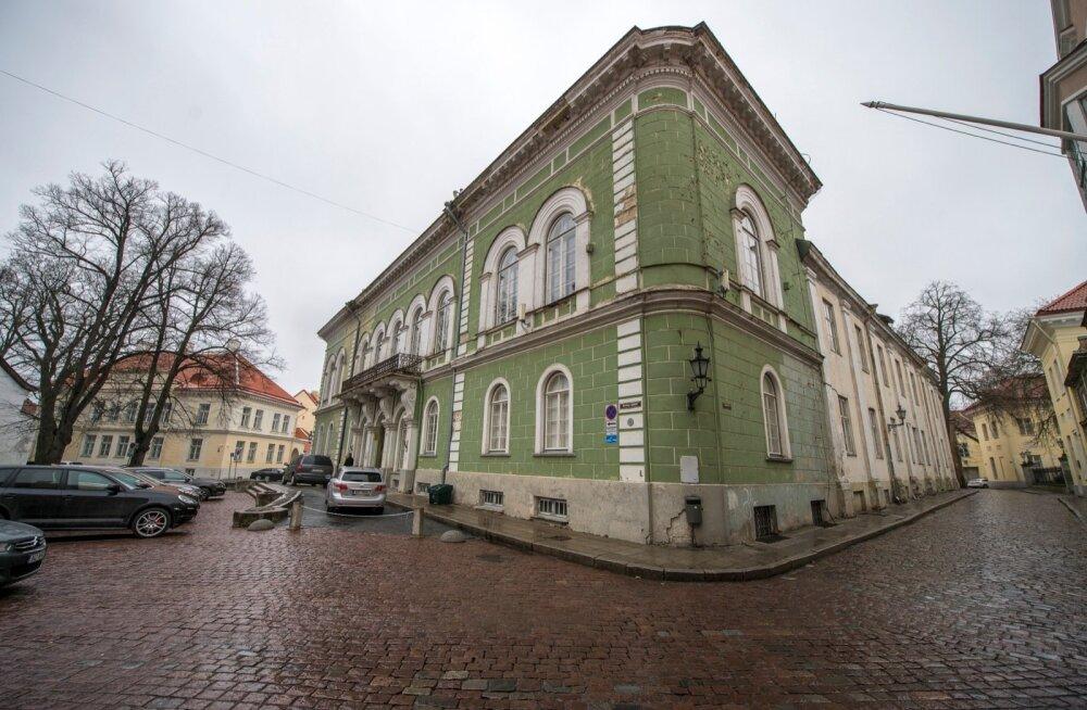 Rüütelkonna hoone aprill 2016