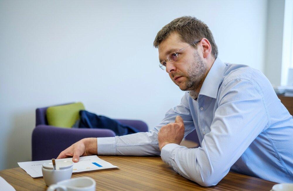 IRL nurjas Ossinovski plaani keelata uute töötajate otsimine emakeele järgi