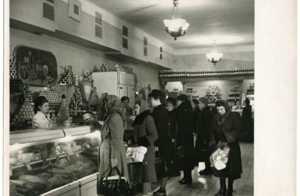 Tule ajalukku!   1966: Suurushullustus tõi poelettidele suuremad piimamannergud