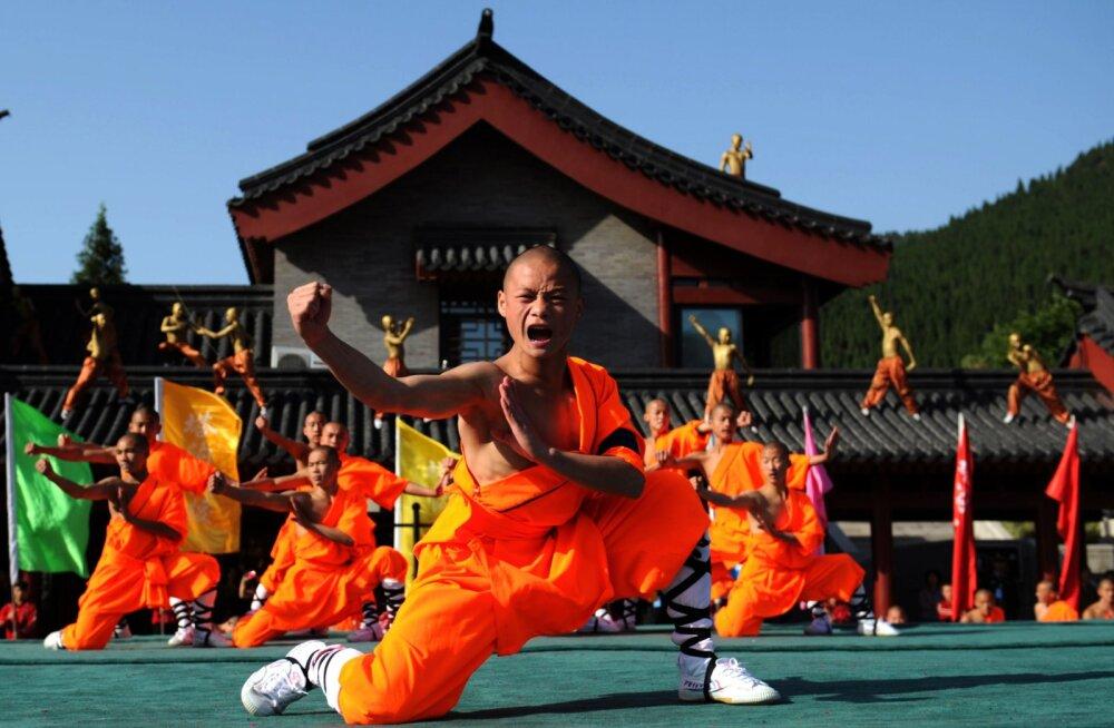 Hiinlased treenivad koduseks taliolümpiaks välja võitluskunstide taustaga Shaolini munkasid