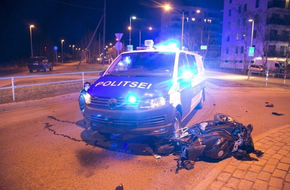 Взятый на таран лихач убегал от полиции на мотоцикле с американскими номерами