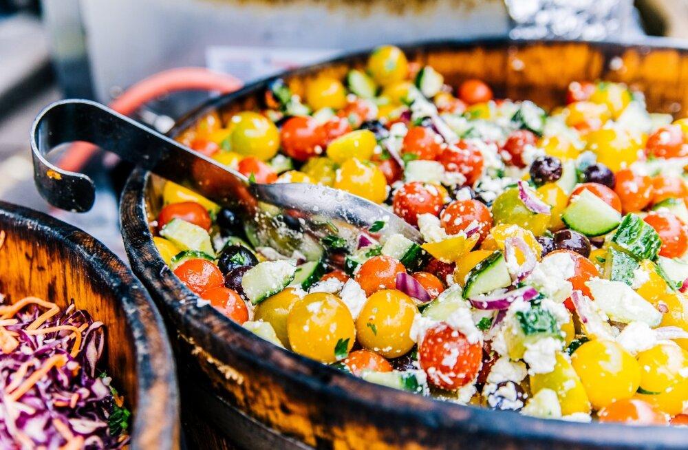 Оливье, селедка под шубой и мясо по‑французски. Как вдвое сократить количество калорий?