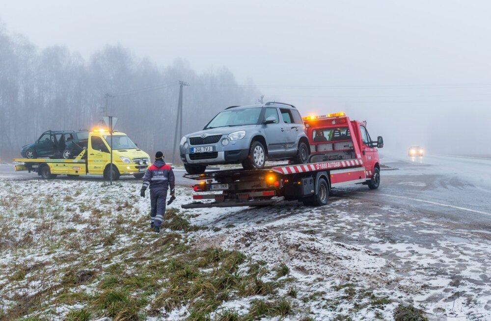 Liiklusõnnetus Tallinna-Tartu-Võru-Luhamaa tee 192. kilomeetril.