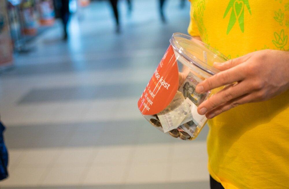 Jüri Ratas vähifondile annetusi kogumas