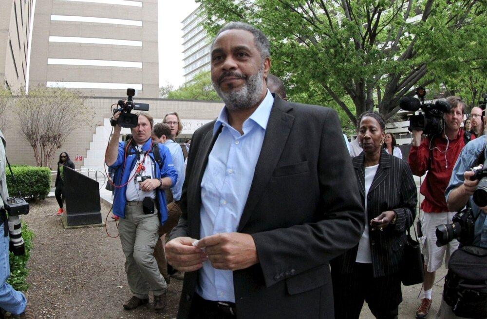 Kaks aastat tagasi kõndis Anthony Ray Hinton vaba mehena Alabama vanglast välja.