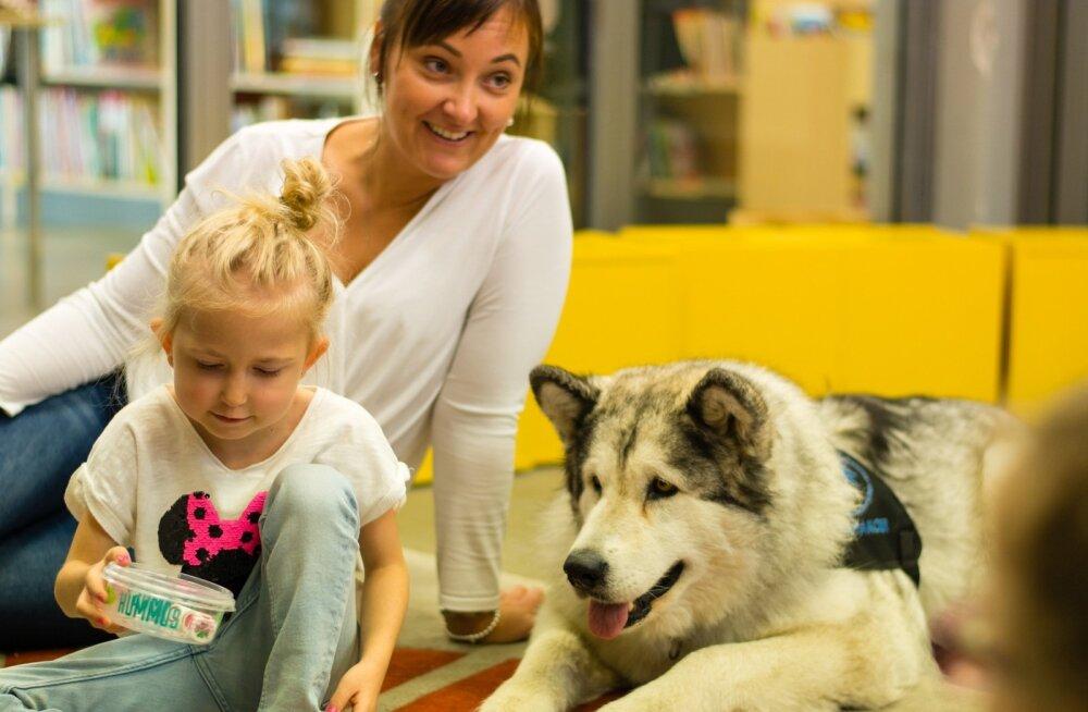 Mari-Liis teab, et Helena armastab väga koeri. Unistuste päeval korraldati talle kohtumine eriti sõbraliku ja armsa malamuudi Miaga, kes lastega mängis.