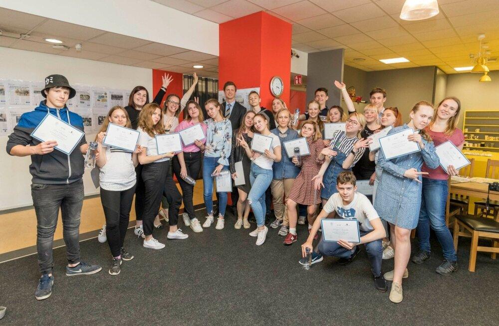 Vene Delfi ajakirjandus suvekooli õpilased