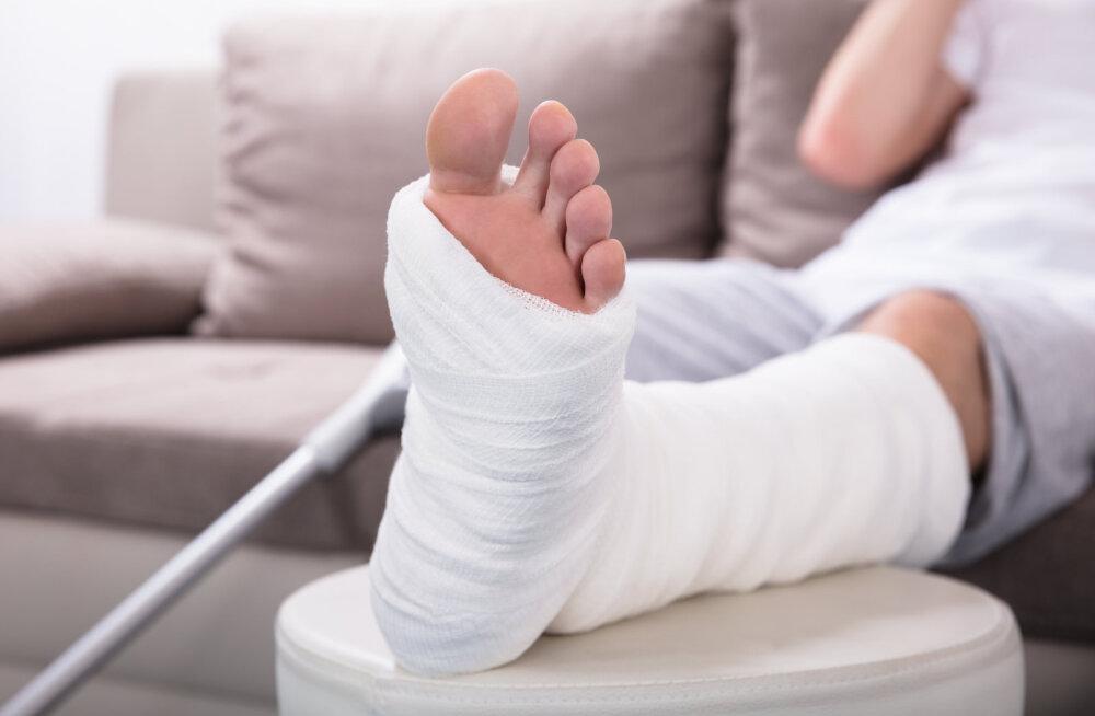 KUULA | Talvised traumad. Millal otsida arstiabi ja millal ning kuidas end ise tohterdada?