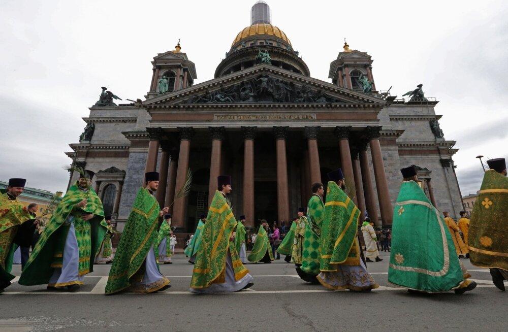 Vene õigeusu kirik korraldas katedraali üleandmise toetuseks ristikäigu.