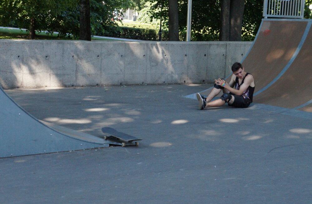 ФОТОРЕПОРТАЖ: Таллинн — далеко не скейтерская столица. Как любители уличных видов спорта каждый день рискуют здоровьем
