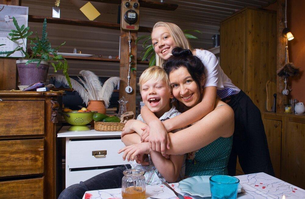 Anu otsis Eliase ja Monaga korterit Kalamajja, võimalikult lähedale laste isa elamisele, et nad saaksid hõlpsalt edasi-tagasi käia.