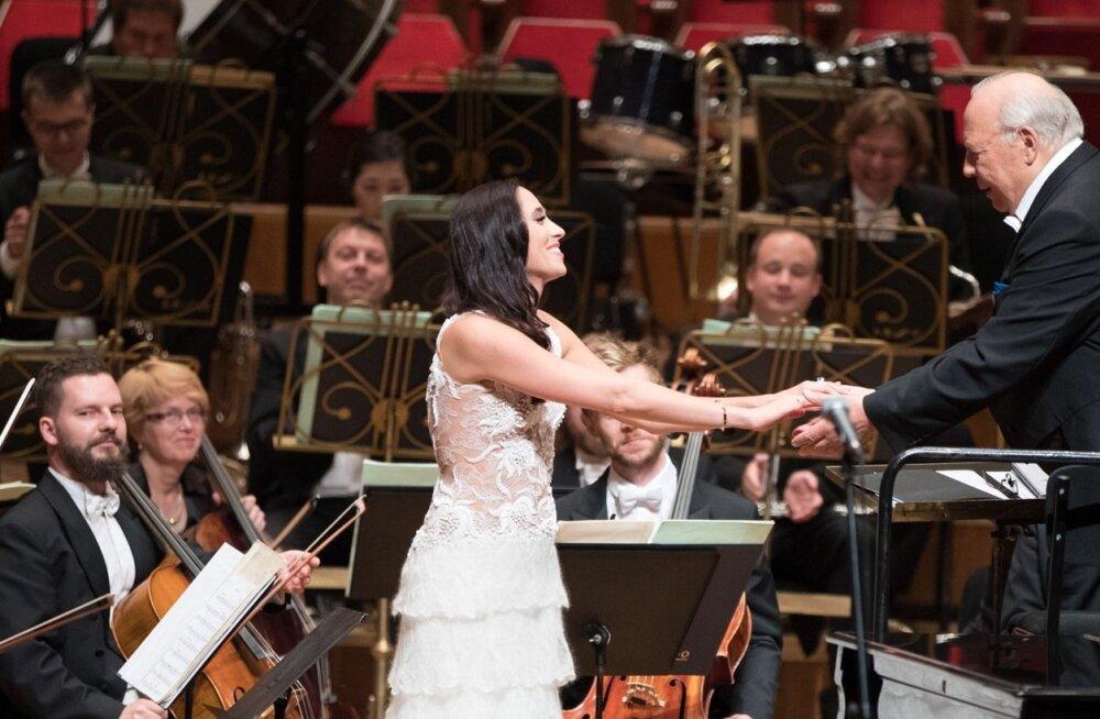 """Maestro Neeme Järvi ütleb, et Elina Nechayeva on suure oleviku ja tulevikuga inimene, kellega edaspidigi muusikat teha. """"""""La forza"""", millega ta tuntuks sai, on ju maru lugu! See nakatas mind ka. Seda Iisraeli lauljat, kes Eurovisioni võitis, ma küll ei ol"""
