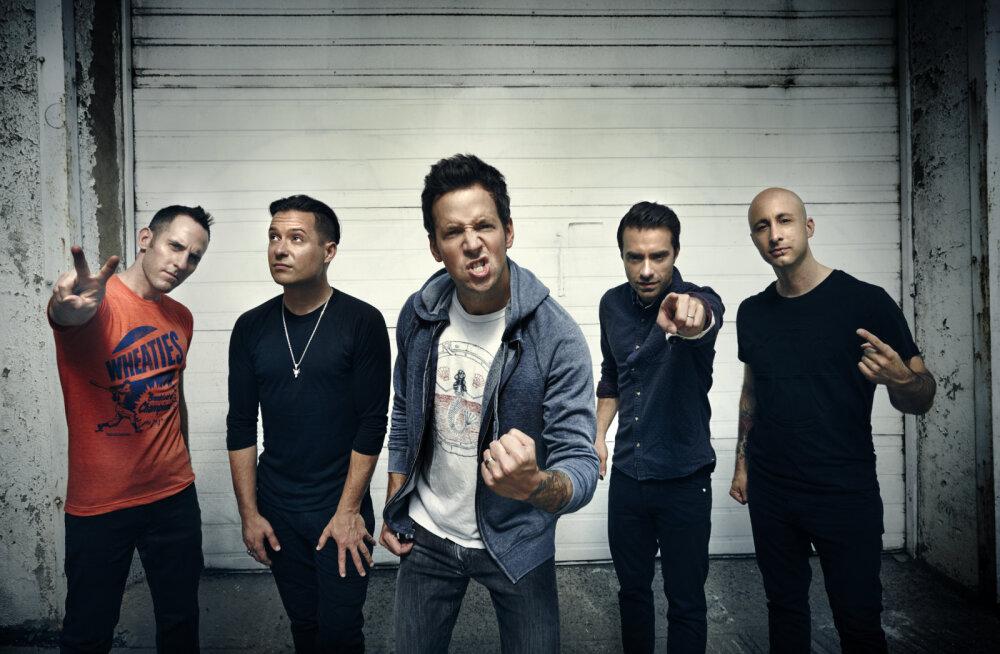 Kes see küll olla võiks? Kanada punk-<em>rock</em> bänd Simple Plan kuulutas välja oma Tallinna kontserdi külalisesineja