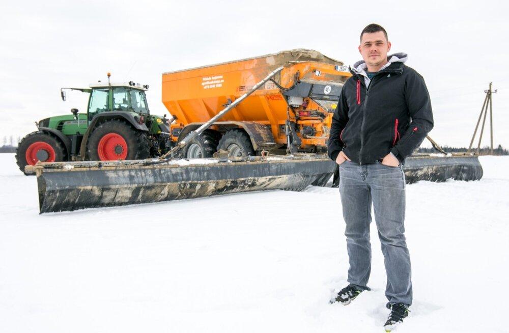 Kaska-Luiga talu agronoom Marek Kruusla tunneb rõõmu oma uuest lubjalaoturist, mis on võimas ja millega saab lisaks oma põldudele ka teenustööd teha.