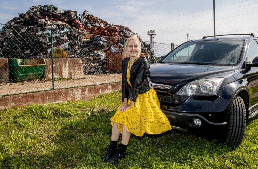 Piret Järvis-Milder on oma Hondaga rahul: see on kõrge, automaatkäigukastiga ja ilusat värvi.
