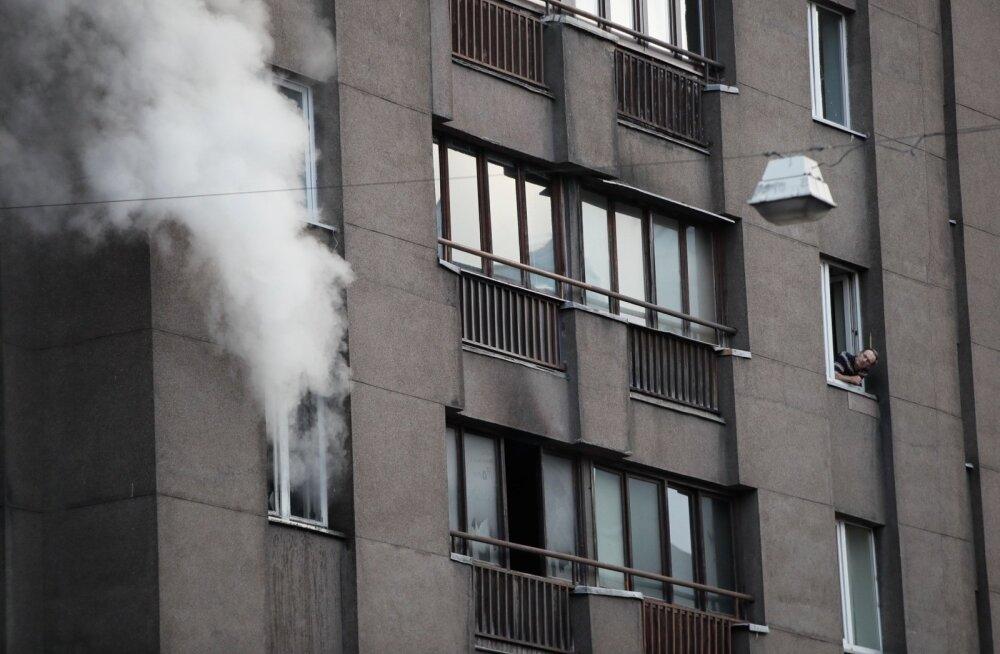 FOTOD ja VIDEO   Tallinna südalinnas põles kortermaja