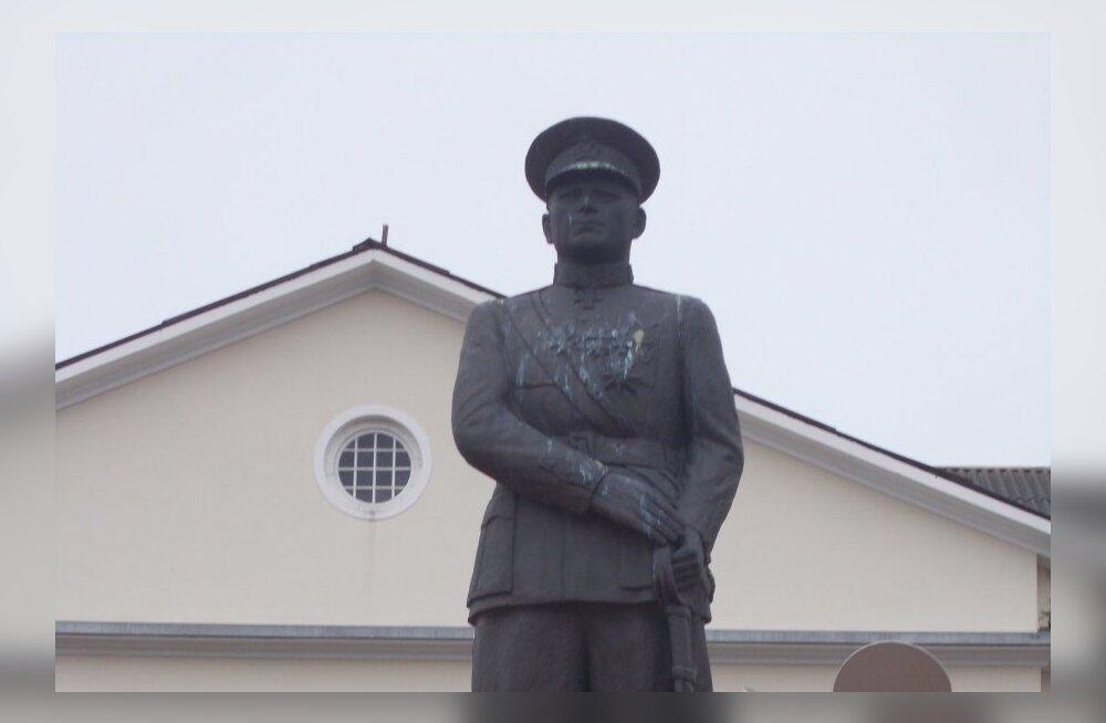ФОТО: Власти приведут в порядок памятник Александру Тыниссону в Йыхви