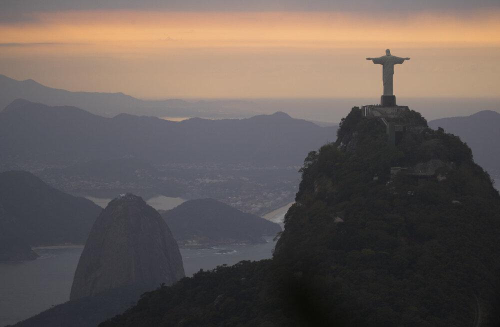 Rio de Janeiros asuv Kristuse kuju saab vabariigi aastapäeval sinimustvalge valgustuse