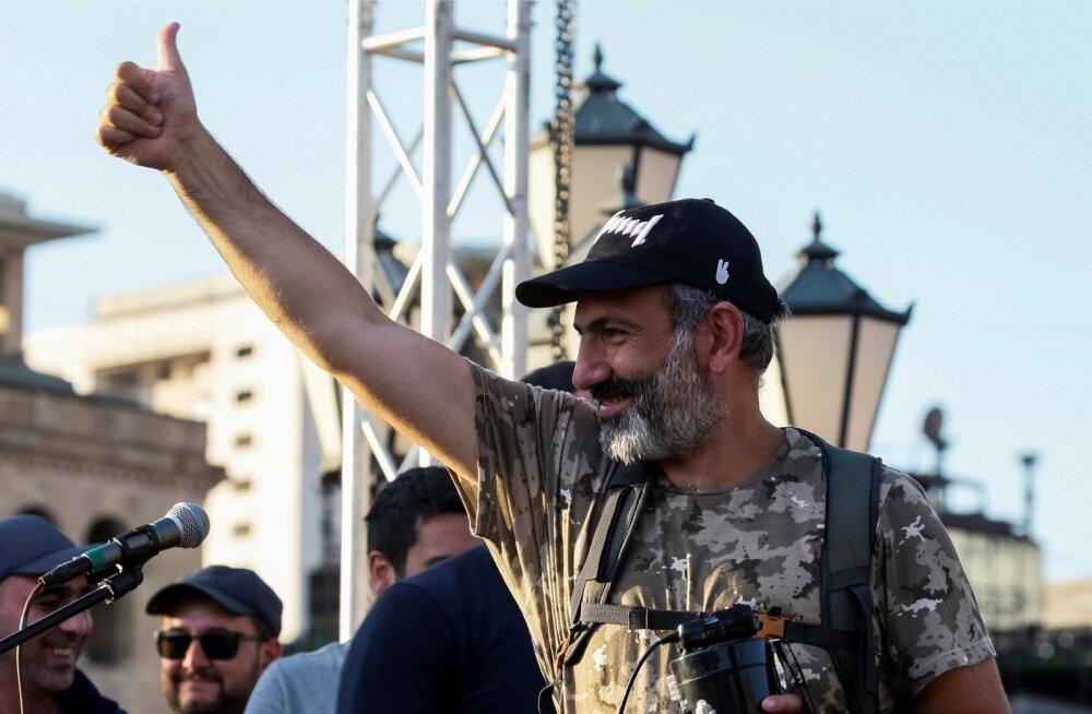 Nikol Pašinjan eilsel meeleavaldusel Jerevanis