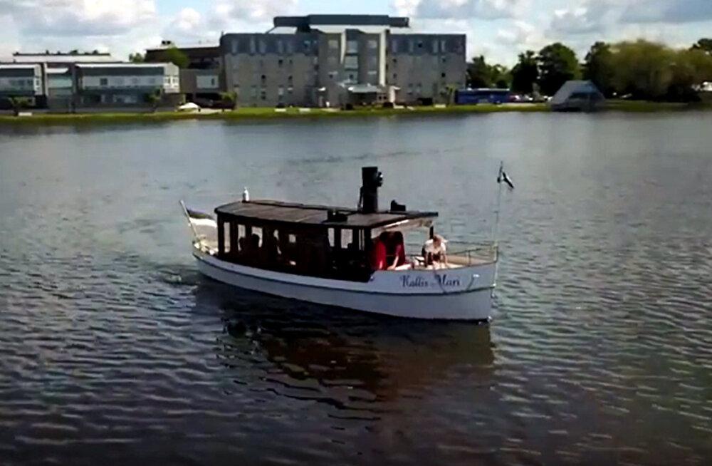 LENNUVIDEO: Veetaimed sundisid Haapsalu aurupaadi mõneks päevaks kai äärde
