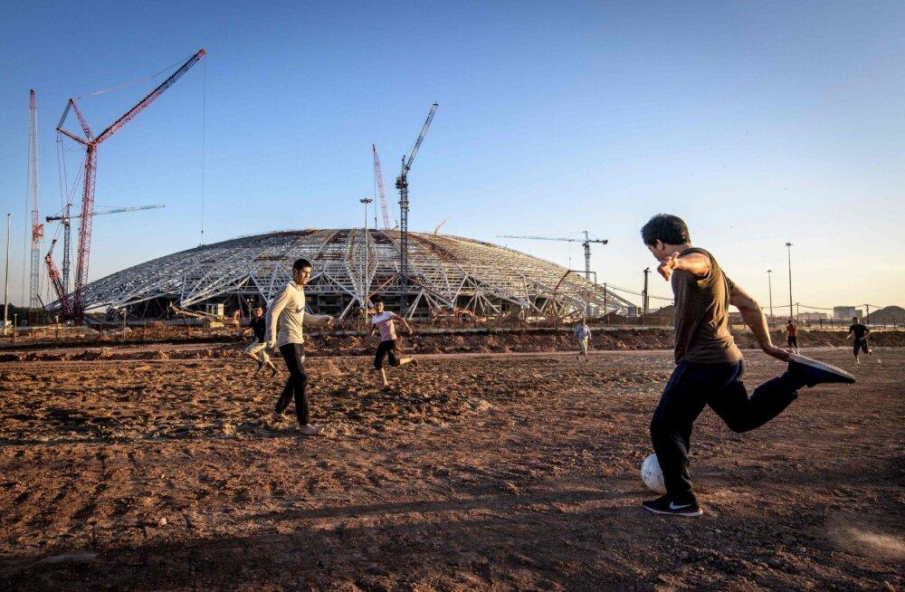Mis saab jalgpalli MM-ist Venemaal? 12-st staadionist on mänguvalmis vaid viis