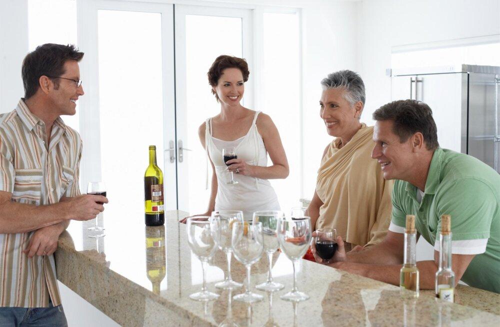 Почему нельзя пить алкоголь при детях. Мнение экспертов