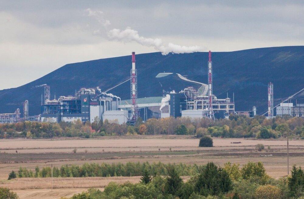 Vaade Kohtla-Järvele (VKG tehas) Kukruse tuhamäelt