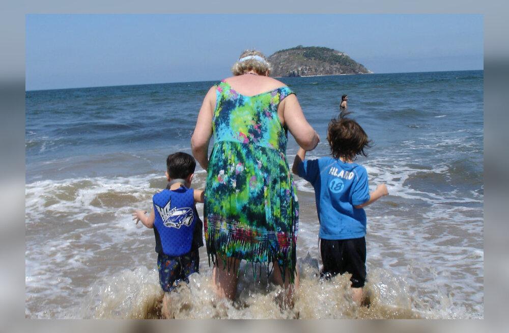 Брать ли бабушку в отпуск: за и против