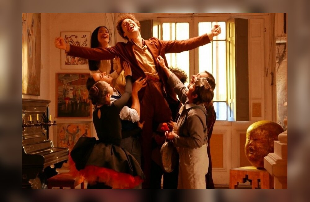 Hilisteismeline Alejandro (Jeremias Herskovits) leiab sõbrad boheemlased.