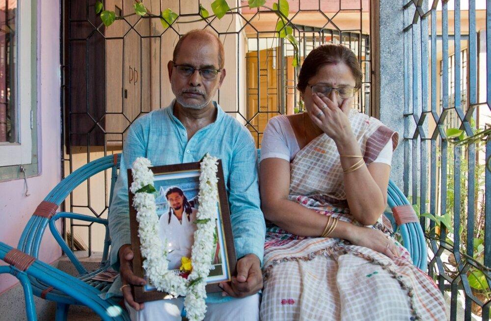 Sotsiaalmeedia kuulujutu tõttu süütult surnuks pekstud Nilotpal Dasi vanemad poja pildiga