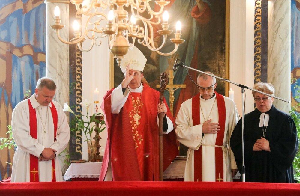 EELK peapiiskop Urmas Viilma teenis Torgu vallas Jämaja kirikus
