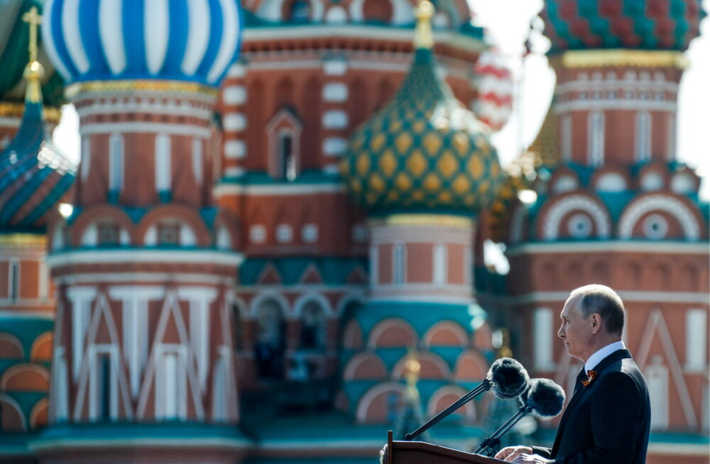 """Путин пообещал не позволить переписать """"историю подвига советского народа"""""""