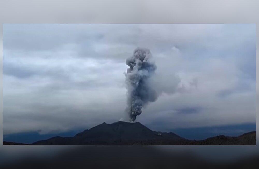 ВИДЕО: Как проходит извержение вулкана в Перу
