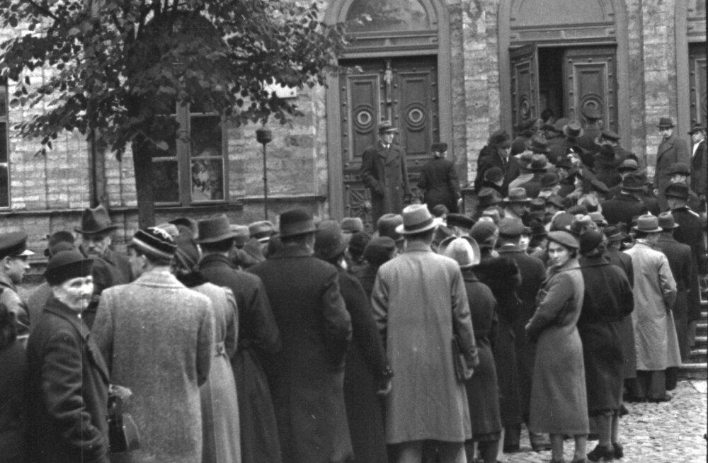 Baltisakslased ümberasumiseks Saksa vähemusrahvuse kultuurvalitsuselt dokumente taotlemas. Lõplikult pandi kultuuromavalitsus kinni 1. jaanuaril 1940.