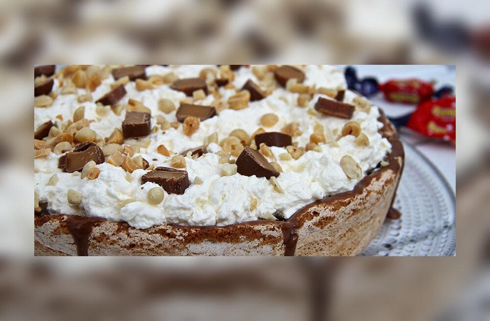 RETSEPT | Mõnusalt pähkline šokolaadikook ühe üllatava lisandiga